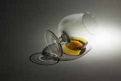 Vetro, luce e brandy Immagini Stock Libere da Diritti