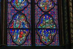Vetro macchiato della cappella del Sainte-Chapelle fotografia stock libera da diritti