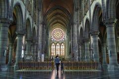 Vetro macchiato interno della chiesa cattolica, Arlon, Belgio Immagini Stock Libere da Diritti