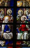 Vetro macchiato - Maria e gli apostoli alla Pentecoste Immagine Stock
