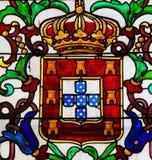 Vetro macchiato nel monastero di Batalha - stemma di re Giovanni I fotografia stock libera da diritti