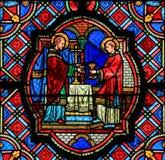 Vetro macchiato nella cattedrale di Tours - eucaristia Fotografie Stock Libere da Diritti