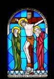 Vetro macchiato nella chiesa. fotografie stock libere da diritti