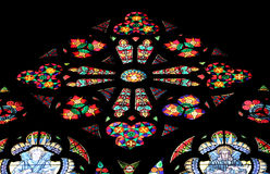 Vetro macchiato in Votiv Kirche la chiesa votiva a Vienna fotografia stock