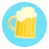 Vetro piacevole piano dell'icona gialla spumosa della birra, pinta di birra inglese Fotografia Stock