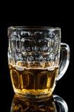Vetro pieno a metà di birra Fotografia Stock Libera da Diritti