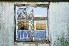 Vetro rotto in finestra fotografia stock