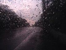 Vetro solo di tempo della pioggia fotografia stock libera da diritti