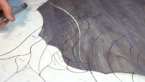 Vetro tagliato matrice facendo uso di una taglierina di vetro per la fabbricazione di vetro macchiato video d archivio