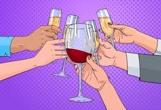 Vetro tintinnante del gruppo delle mani dello schiocco Art Retro Pin Up Background di Champagne And Red Wine Toasting Immagine Stock Libera da Diritti