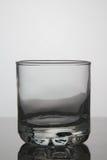 Vetro vuoto di whiskey su fondo bianco Immagine Stock Libera da Diritti