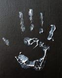 Vette menselijke handafdruk op zwarte achtergrond royalty-vrije stock afbeeldingen