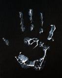 Vette menselijke handafdruk op zwarte, verticale foto stock foto's