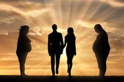 Vette mensen en dun paar op zonsondergangachtergrond royalty-vrije illustratie