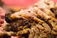 Vettige, marmerbesnoeiingen en randen van gekruid rundvlees Stock Foto's