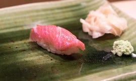 Vettige tonijnsushi Stock Afbeeldingen