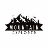Vettore bianco del modello del distintivo di Adventure Black And dell'esploratore della montagna Illustrazione Vettoriale