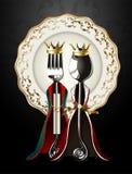 Vettore del cucchiaio e della forchetta in re e panno della regina sul piatto di lusso Fotografia Stock