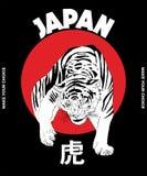 Vettore disegnato a mano dell'illustrazione della tigre giapponese, rivestimento di bombardiere e maglietta stampata illustrazione di stock