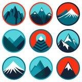 Vettore fissato con il logos astratto - montagne illustrazione di stock