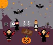 Vettore fissato per Halloween nello stile del fumetto Zucca, fantasma, gufo, pipistrello, web, scheletro Ragazza in costumi celeb Fotografia Stock Libera da Diritti