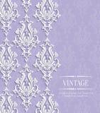 Vettore Violet Vintage Invitation Card con il modello floreale del damasco Fotografia Stock