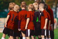 Vettura Coaching Boys Team di calcio della gioventù fotografie stock libere da diritti