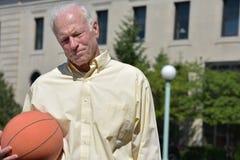 Vettura And Depression di Senior Male Basketball dell'atleta immagini stock