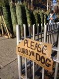 Veuillez limiter votre chien, merci ! ! Joyeux bonnes fêtes, NYC, NY, Etats-Unis Images stock