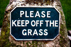 Veuillez retenir l'herbe Photographie stock libre de droits