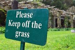 Veuillez retenir le signe d'herbe Images libres de droits