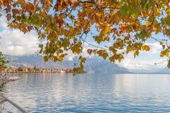 VEVEY, SVIZZERA - 29 OTTOBRE 2015: Vista panoramica di Vevey e del lago Lemano Fotografie Stock