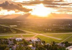 Vew aérien de piste avec la lumière du soleil Images libres de droits
