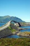 Vew al ponticello atlantico della strada, Norvegia Immagini Stock