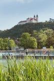 Vew av den Tihany abbotskloster på sjön Balaton i Ungern Arkivbilder
