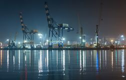 Vew av nattport Novorossiysk royaltyfri fotografi
