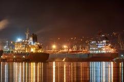Vew av nattport Novorossiysk royaltyfria foton