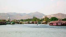 Vew da cidade de Kanchanaburi, Tailândia filme