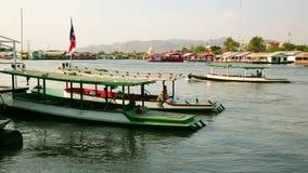 Vew da cidade de Kanchanaburi, Tailândia video estoque