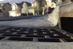 Vew de creux de la jante et tempête s'écoulent dans le voisinage image libre de droits