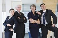 Vew de longueur de quart de trois de quatre hommes d'affaires. photographie stock libre de droits