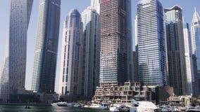 Vew Dubaj Marina z i jachtu klub Góruje zapas pejzaż miejski Dubai marina panoramiczny sceny zmierzch zdjęcie wideo