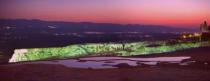 Vew panoramique de nuit Pamukkale, Denizli Turquie Image stock