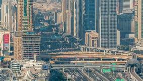 Vew a?reo do porto de Dubai com alameda, os restaurantes, as torres e timelapse shoping dos iate, Emiratos ?rabes Unidos filme