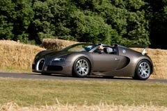Veyron di Bugatti sulla pista a Goodwood Festiva Fotografie Stock Libere da Diritti