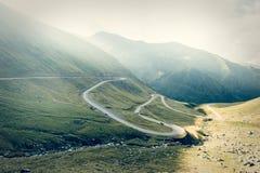 Väg i muntains - Transfagarasan huvudväg Arkivbilder