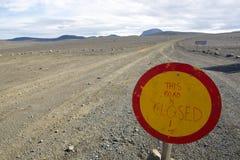 Vägen är det stängda tecknet Royaltyfri Foto