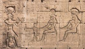Vägg av templet av Hathor på Dendera Royaltyfria Bilder