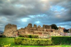 Vägg för forntida stad i staden av Nesebar i Bulgarien Royaltyfria Bilder