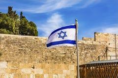 Vägg för ` för israelisk ` för flagga västra västra att jämra sig av den forntida templet Jerusalem Israel Royaltyfria Foton